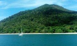 Czasem przez wiele dni kotwiczymy przy jednej wyspie
